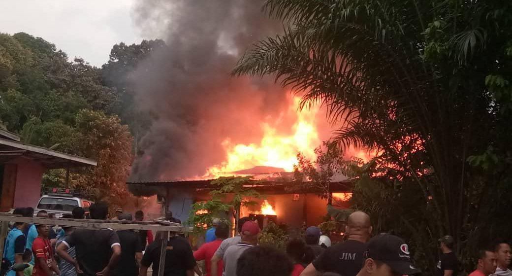 Sebuah rumah musnah terbakar di Kampung Pahlawan, Limbang