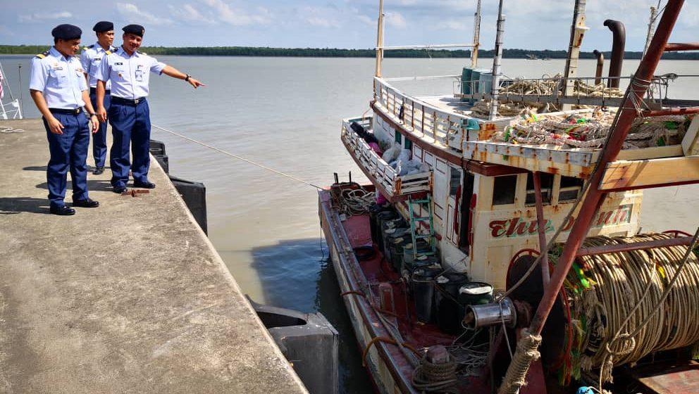 APMM Sarawak tahan nelayan Vietnam yang mencuri hasil laut di perairan negara