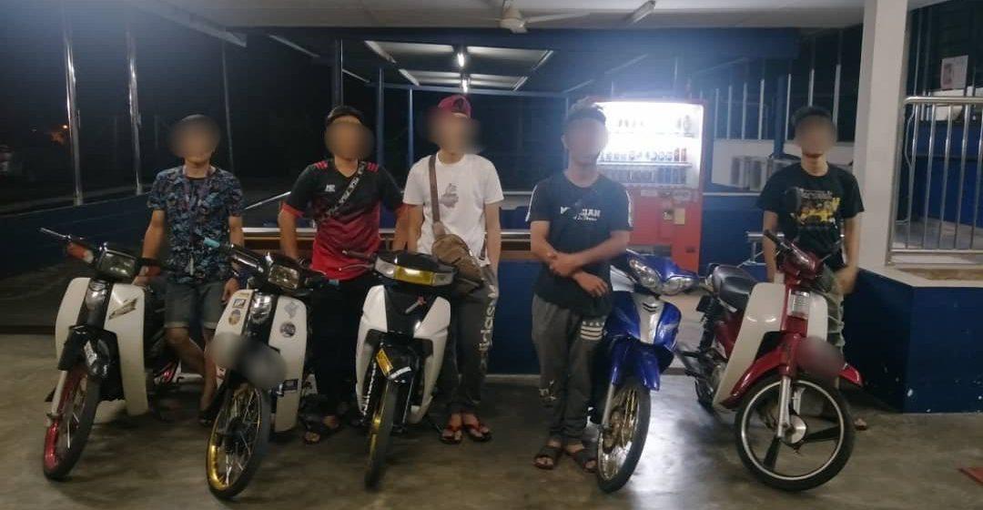 Trafik Padawan serbu litar lumba Mat Rempit di Batu 18 Jalan Kuching-Serian malam tadi