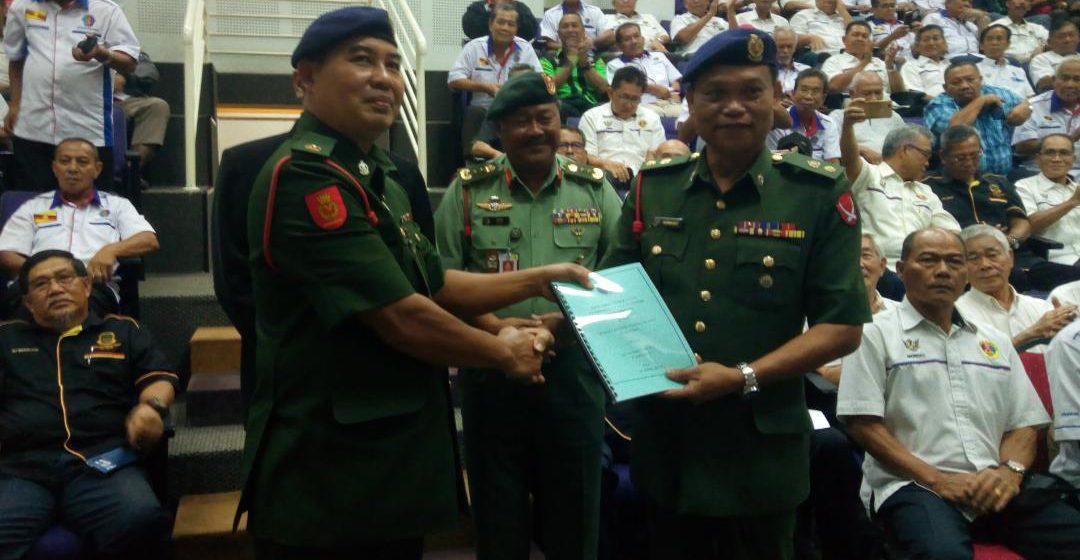 Majlis serah tugas Leftenan Kolonel Dunging Serit kepada pengarah baru hari ini.