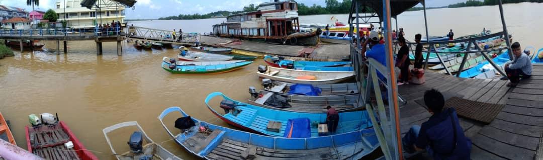 Perahu panjang serbu jeti Bintangor