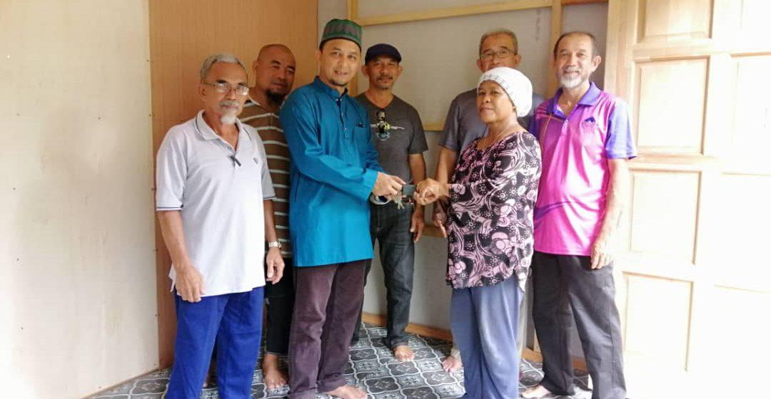 Warga emas dari Bintulu bersyukur terima bantuan untuk bina rumah