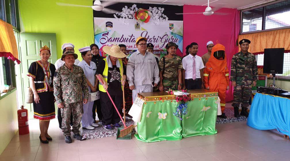 Sambutan Hari Guru SK Jawa meriah
