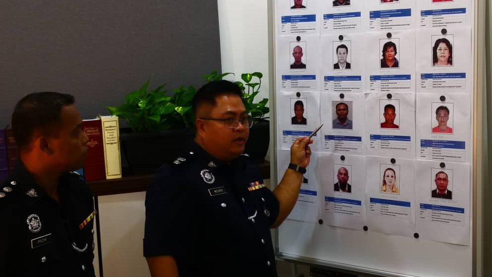 Polis buru 96 individu