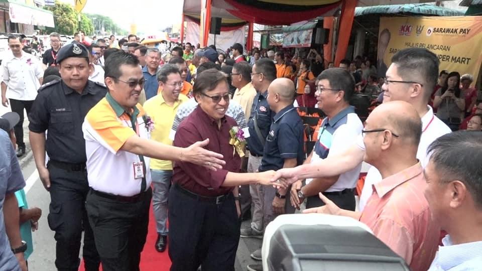 """Kerajaan Sarawak bakal umum """"hadiah"""" untuk kaum ibu"""