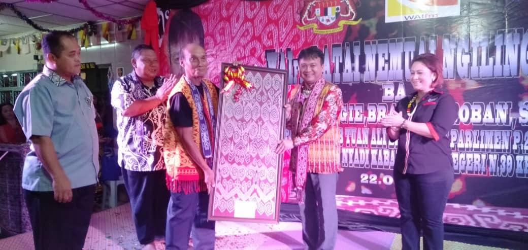 Wai FM Nemuai Ngiling Tikai Ngerapit kaul, meri sanding penemu