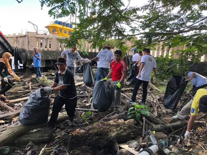 200 peserta sertai gotong-royong di bandar Bintulu