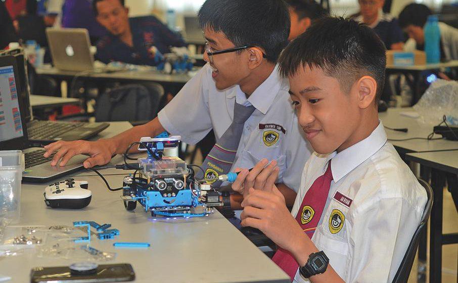 Pupuk minat dunia robotik