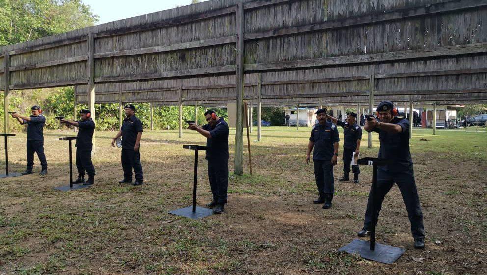 100 anggota APMM ikuti latihan menembak pagi tadi