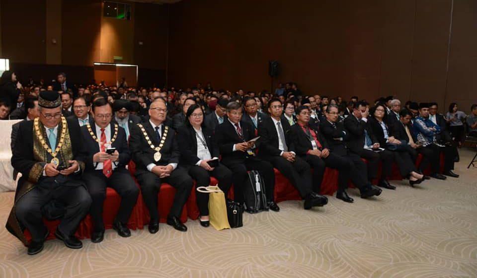 750 ahli majlis Sarawak angkat sumpah
