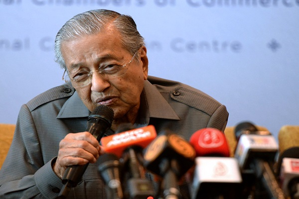 Saya akan berundur apabila keadaan sudah licin dan lancar – Dr Mahathir