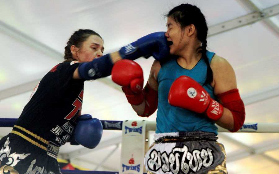Muay Thai tarikan Pesta Tasik Biru