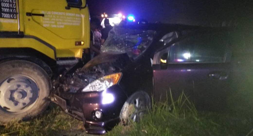 Kaki suami tersepit selepas kereta rempuh lori