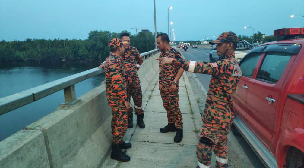 Lelaki lesap di jambatan Sungai Kuap