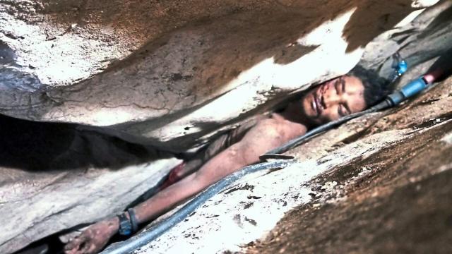 Cari tahi kelawar, lelaki lekat di celah batu 4 hari