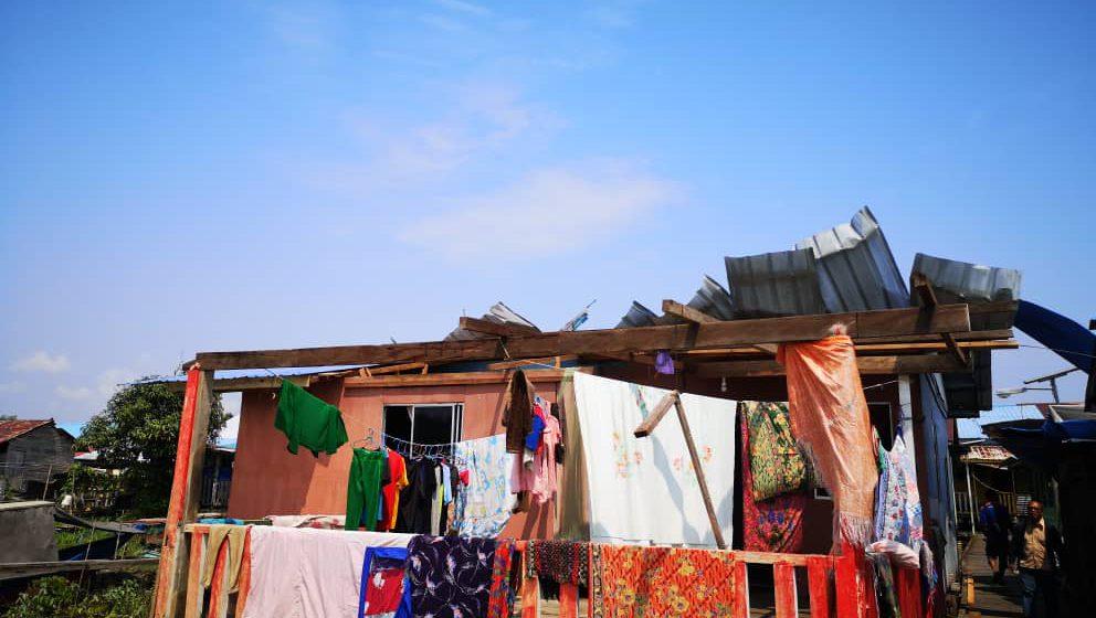 Atap rumah lima diri sebilik tekabak dikebu kudi