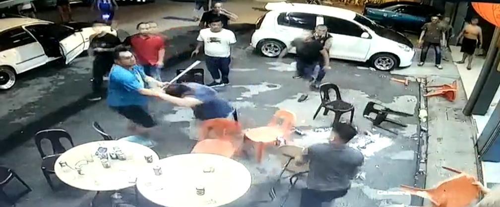 Dua lelaki cedera diserang ketika makan