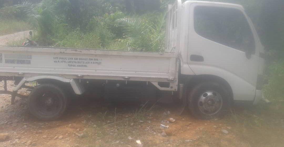 Lori disyaki kenderaan curi berjaya ditemui Kampung Serikin