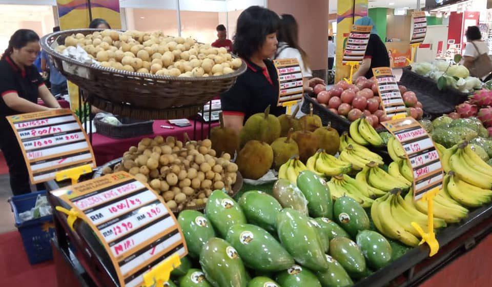 RM4,000 sehari hasil jualan buah