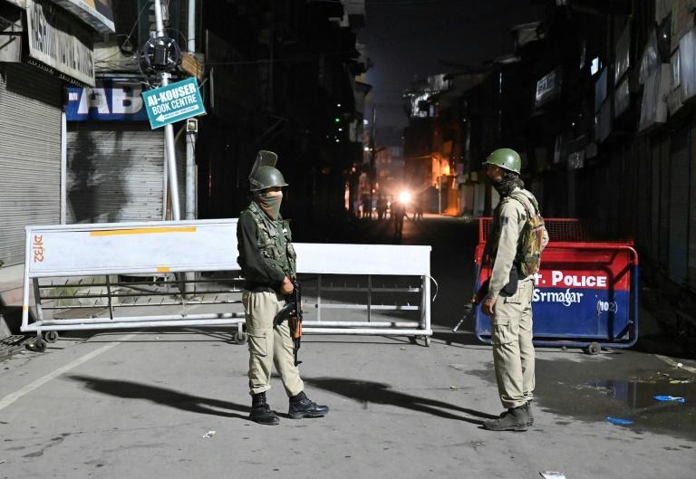 India tahan ahli politik Kashmir
