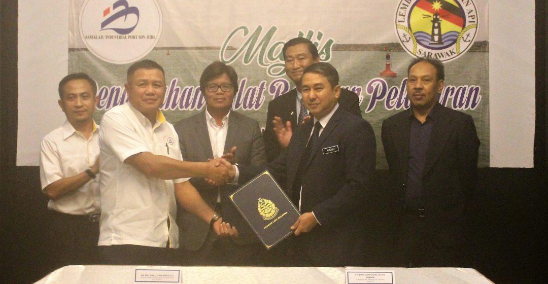 Bintulu Port Holdings Berhad serah hak milik alat bantuan pelayaran Pelabuhan Bintulu