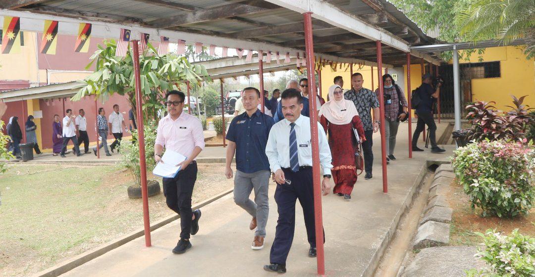 Sekolah berpusat pertama di Tebedu