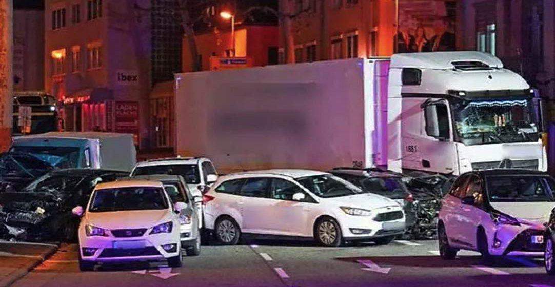 17 cedera dirempuh trak curi di Jerman