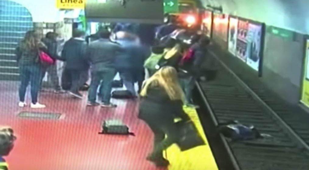 Wanita hampir maut dilanggar kereta api