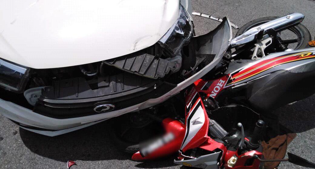 Suri rumah patah paha, motosikal bertembung kereta di Mukah