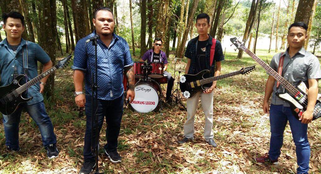 Pengada Band Tajai ari pengelandik 'jamming'