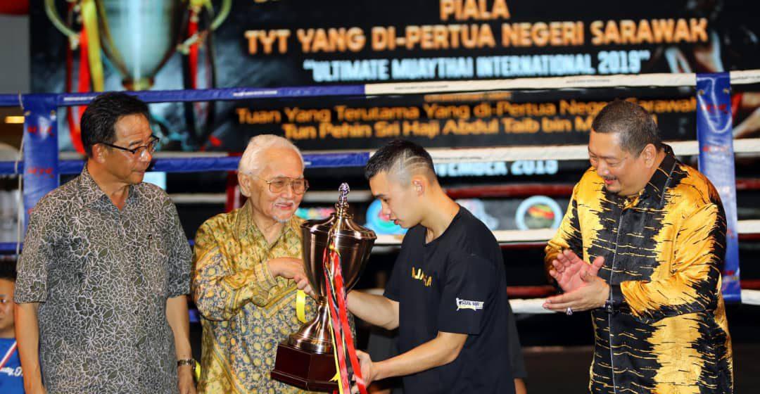 Morris Hii juara kejohanan muaythai di Bintulu