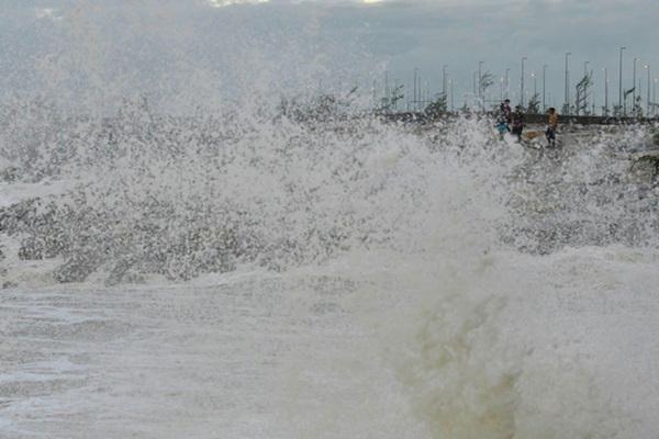 Peka dengan ramalan cuaca sebelum melakukan aktiviti di laut
