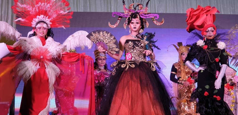 Pesona Afieka Ratu Pesta Nanas 2019
