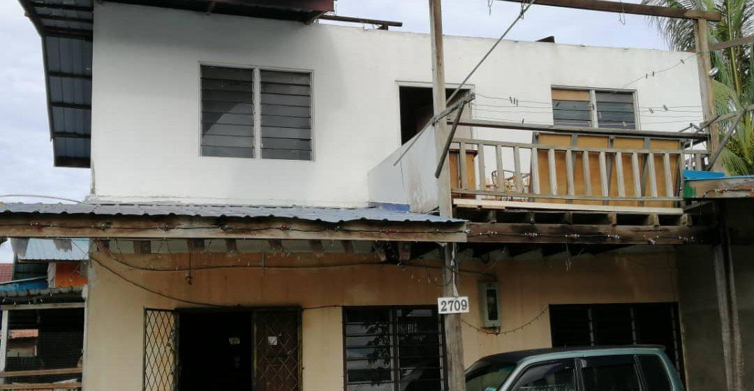 Cemas! Bumbung rumah tercabut diterbangkan angin ribut