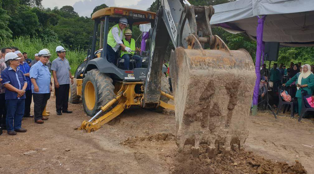 Awang Tengah rasmikan majlis pecah tanah surau berharga RM799,994