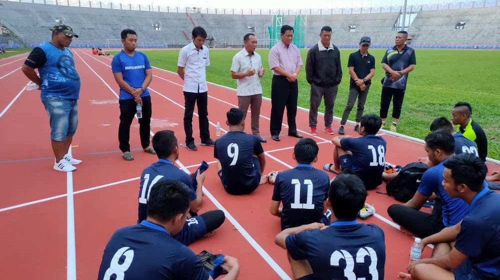 Tiru bola sepak Kuching