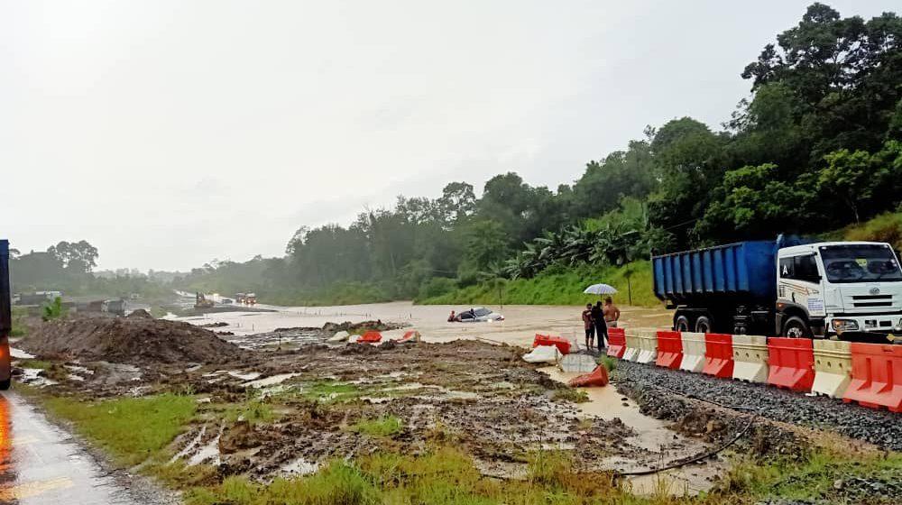 Jalan raya Kuching-Sri Aman terputus