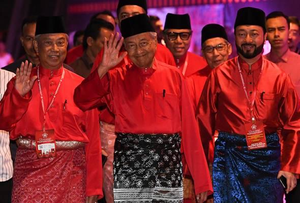 Mahathir, Mukhriz menang tanpa bertanding Ketua Bahagian Bersatu