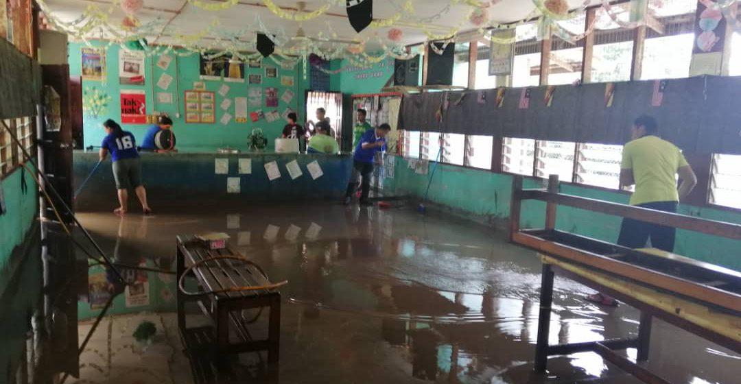 Dewan makan SK Sungai Tunoh, Kapit dilanda banjir lumpur