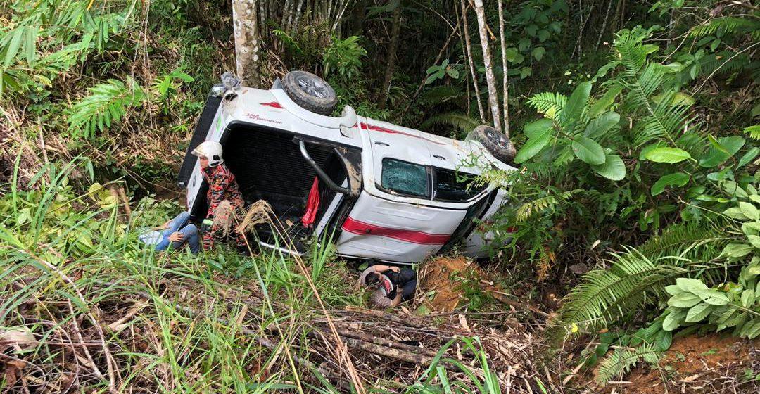 Empat cedera kereta jatuh gaung di Puncak Borneo