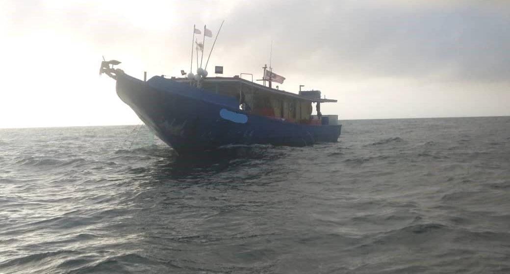Sebuah bot nelayan tempatan ditahan di perairan Bakam