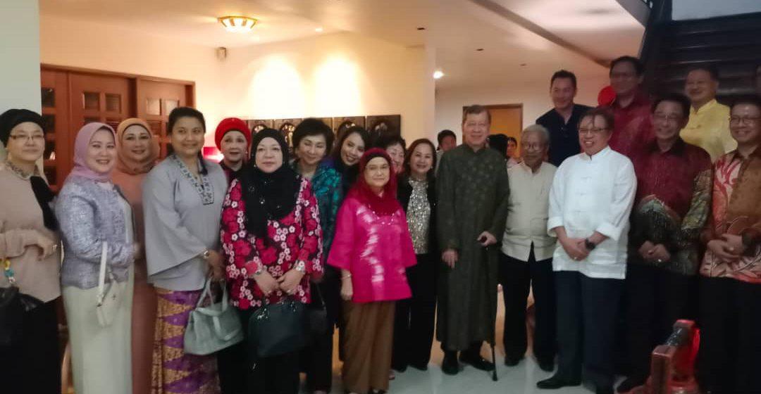 Ketua Menteri sertai upacara menggaul 'Yee Sang'