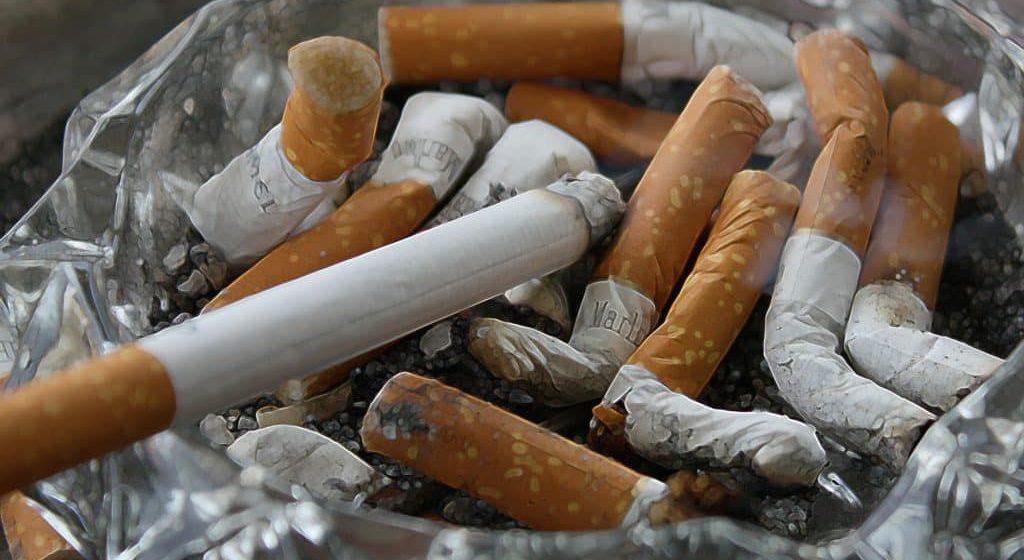Azam berhenti merokok pada 2020