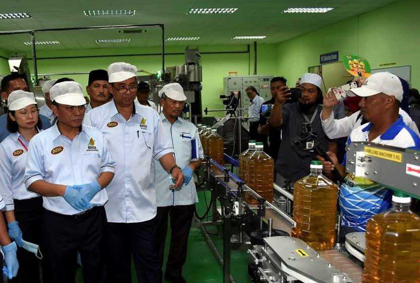 Kerajaan Sabah lancar minyak masak jenama sendiri