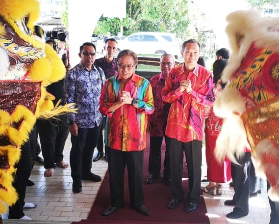 Abang Johari luangkan masa kunjungi rumah terbuka TBC di Bintulu