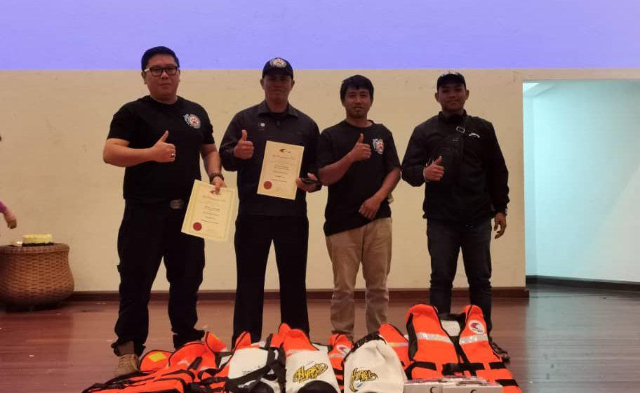 7 hero penyelamat Whale Shark Sarawak terima penghargaan khas dari Jabatan Perikanan