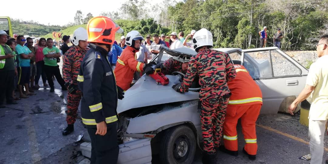 Warga emas maut, kereta bertembung lori di Saratok