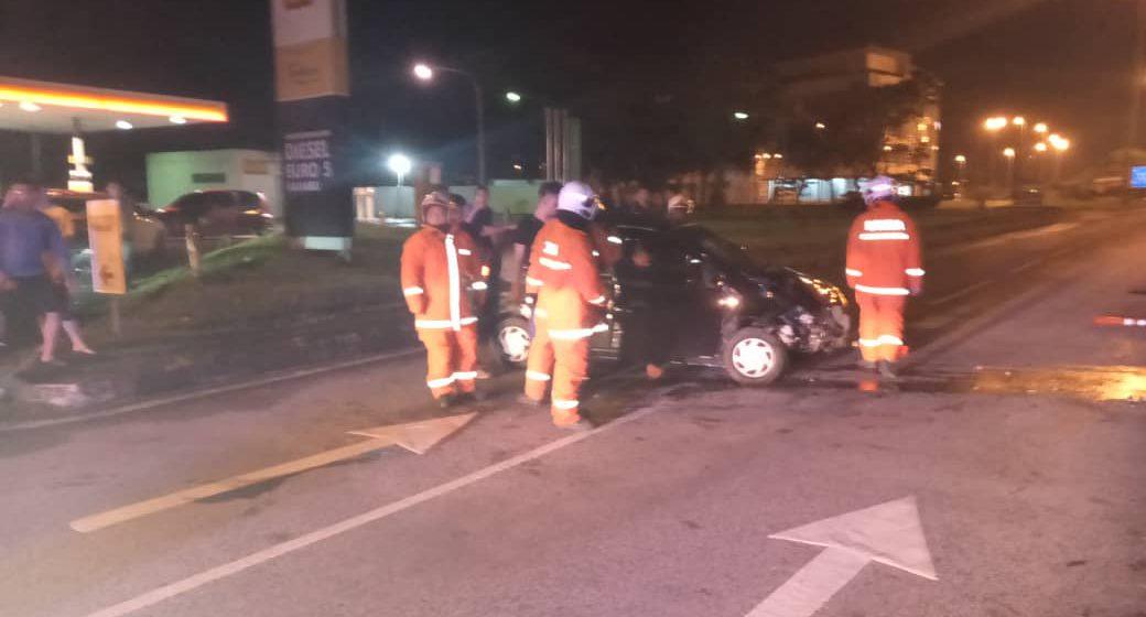 Lelaki cedera kereta terlanggar pembahagi jalan pagi tadi
