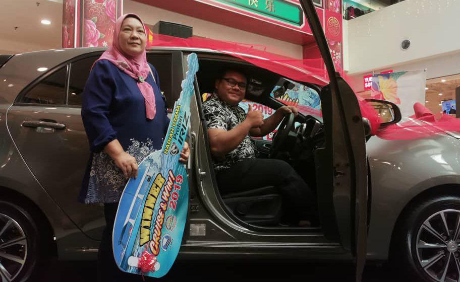 Pelayaran bertuah Cikgu Mohd Fadhil bersama Melaka River Cruise bawa pulang kereta Proton Iriz
