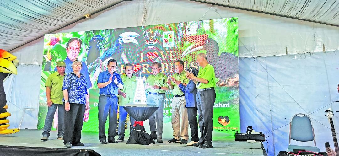 Penyiru Sarawak dibasa dunya